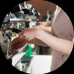 京都市内で働くカフェ店員さん(25)